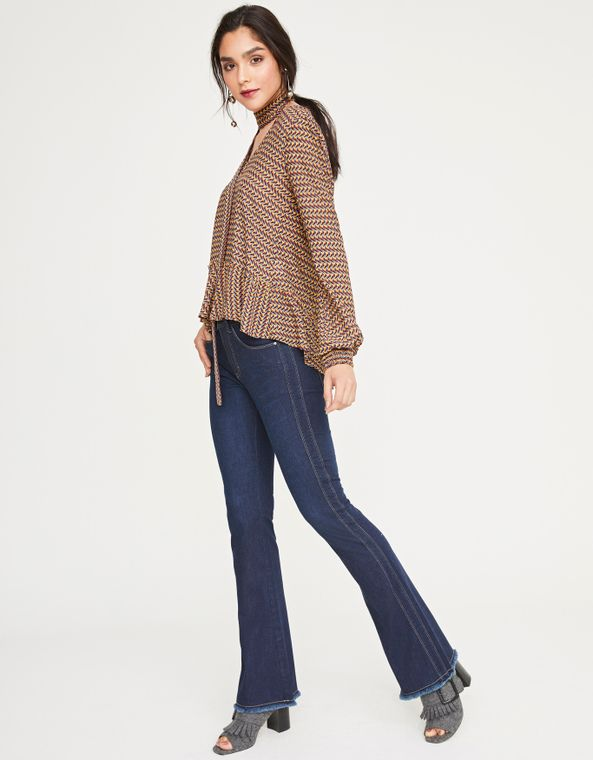 181371024_0011_010-CALCA-JEANS-FLARE-DET-LATERAL