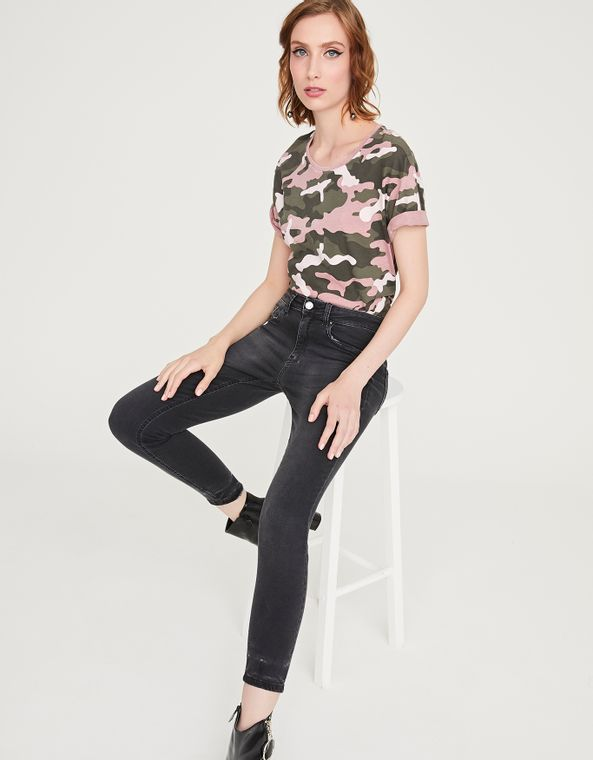 181402000_1023_010-T-SHIRT-CAMUFLADA-ROSE