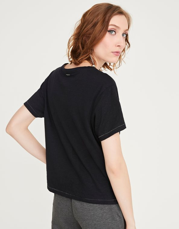 181402012_0003_040-T-SHIRT-CROPPED-BORD-INSETOS