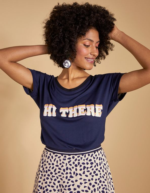 192404010_0105_010-T-SHIRT-HI-THERE